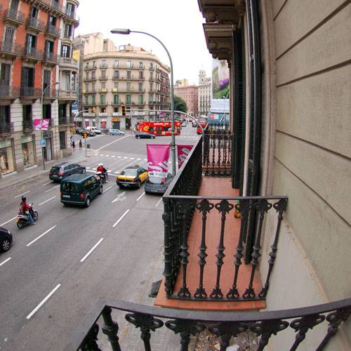 Barcelona youth hostel best youth hostel in center of Barcelona